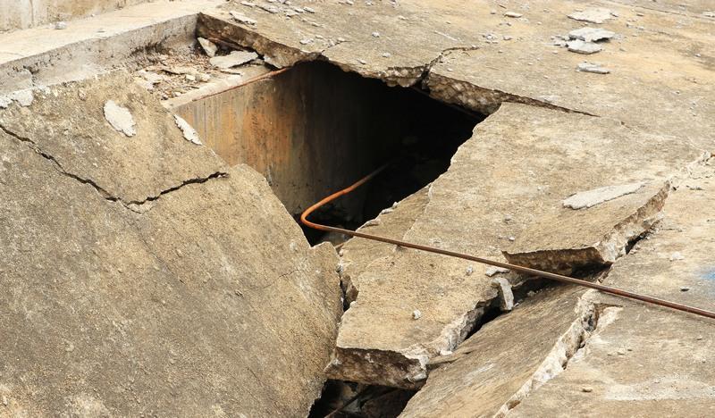 grietas en el suelo por terremoto